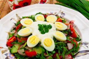 salat-s-cheremshoj-i-ovoshhami_9888
