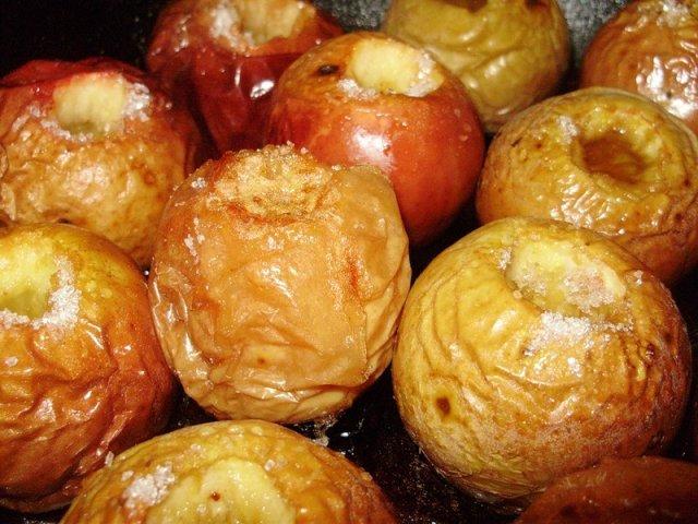 Как приготовить яблоки в духовке с сахаром