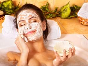 3-metode-naturale-prin-care-iti-poti-exfolia-pielea-chiar-la-tine-acasa_2