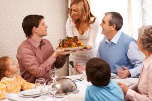 family-dinner-700x466