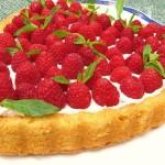 Десерт с малиной и миндалем