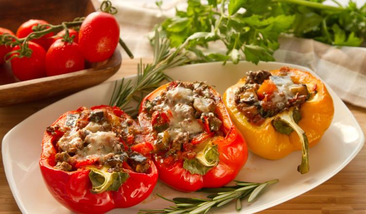 Перец фаршированный рисом с овощами с фото