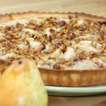 Грушевый пирог со сметаной и грецкими орехами