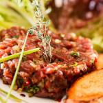 Тартар из мяса с беарнским соусом