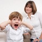 Детские истерики: как реагировать маме