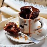 Шоколадный торт в кофейной чашке