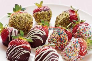 Chocolate-pistachio-strawberries