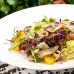 Салат с форелью, кальмарами и апельсинами