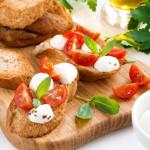 Что можно приготовить с моцареллой: классные рецепты