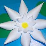 Аппликация из бумаги «Лилия»