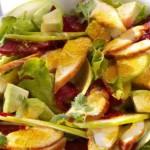 Куриный салат со свеклой и яблоком