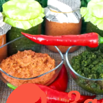 Сырая аджика — два рецепта из красного и зеленого острого перца